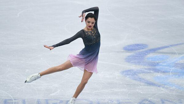 Евгения Медведева выступает в произвольной программе женского одиночного катания на чемпионате Европы по фигурному катанию в Остраве