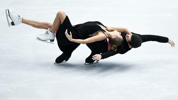 Александра Назарова и Максим Никитин (Украина) выступают в произвольной программе танцев на льду на чемпионате Европы по фигурному катанию в Остраве