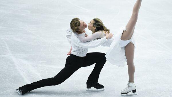 Изабелла Тобиас и Илья Ткаченко (Израиль) выступают в произвольной программе танцев на льду на чемпионате Европы по фигурному катанию в Остраве