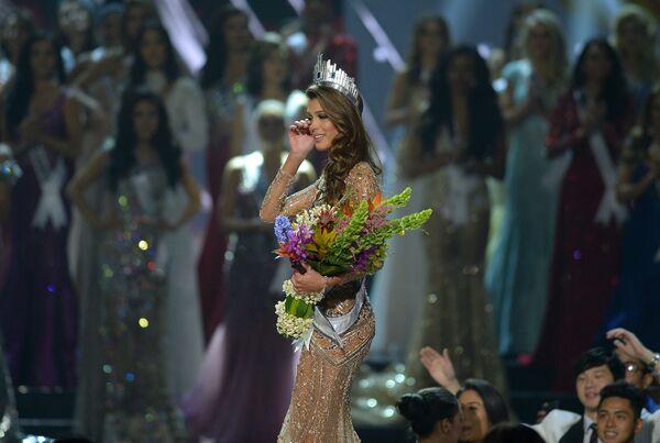 Победительница конкурса Мисс Вселенная француженка Ирис Миттенар. 30 января 2017 год