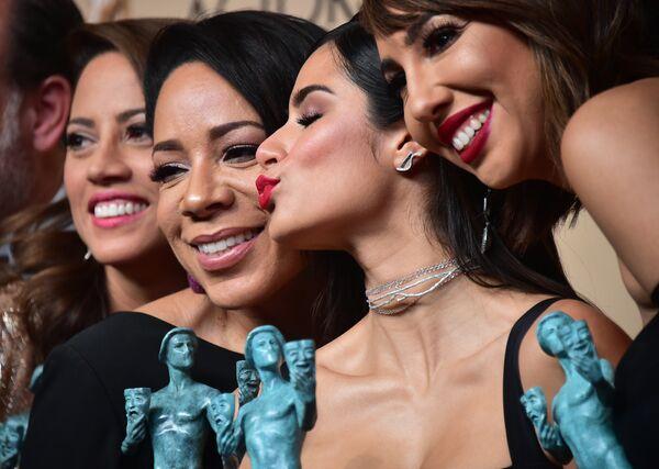 Актрисы Элизабет Родригес, Селенис Лейва, Дайан Герерро и Джеки Круз на церемонии вручения премии Гильдии киноактеров США в Лос-Анджелесе