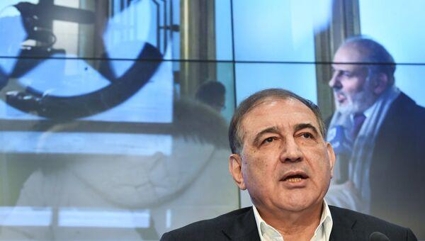 Представитель московской группы сирийской оппозиции, секретарь партии Народная воля, член руководства Фронта за перемены и освобождение Кадри Джамиль во время пресс-конференции. Архивное фото