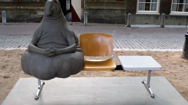 Скульптура Homunculus Loxodontus Маргрит ван Брифорт. Архивное фото
