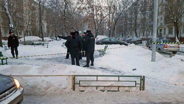 Работа оперативных служб на месте происшествия в Москве. Архивное фото