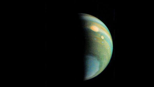 Туман на полюсе Юпитера, снятый камерой зонда Juno