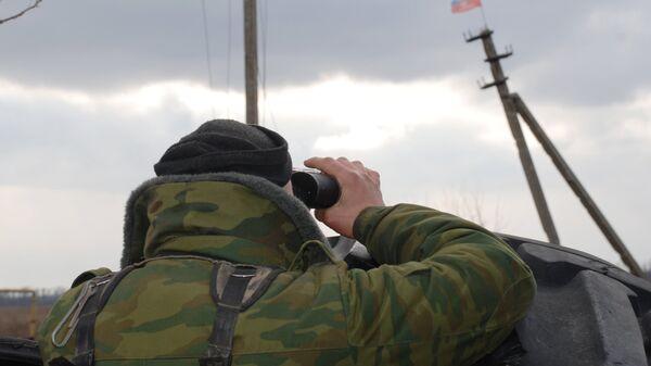 Боец ополчения ДНР в окрестностях села Коминтерново Донецкой области. Архивное фото