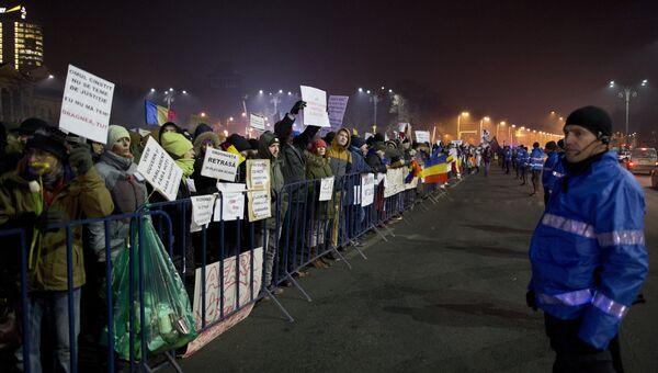 Участники антиправительственного протеста в Бухаресте