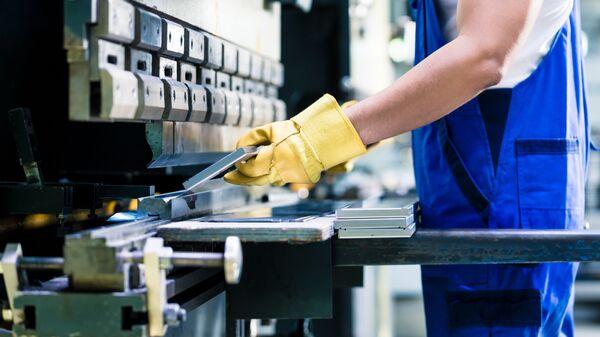 Работник на производстве