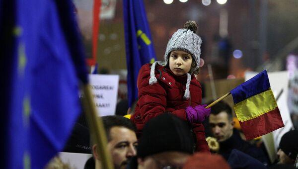 Участники антиправительственного протеста в Румынии