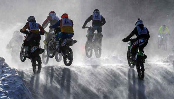 Участники Всероссийских соревнований по мотоциклетному кроссу на приз имени В.П. Чкалова
