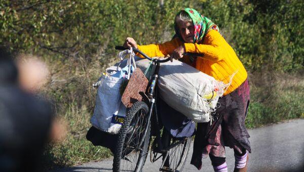 Местная жительница везет в Луганск дешевые продукты из станицы Луганской