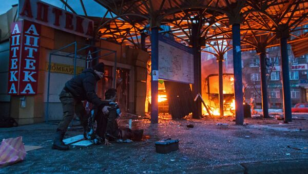 Пострадавший в результате обстрела на автобусной станции в городе Донецке