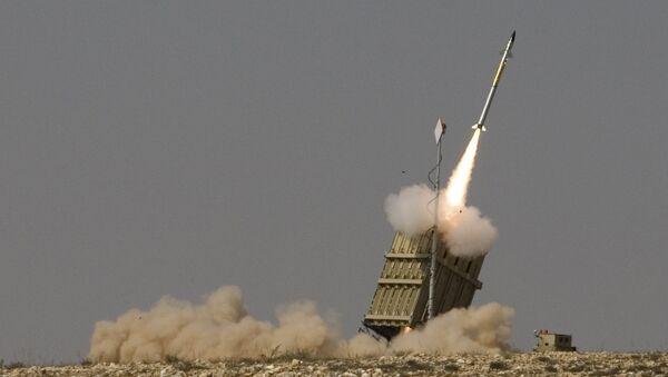 Пуск ракеты израильской системы ПРО Железный купол. Архивное фото