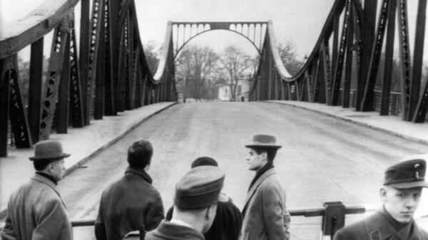 Мост Глиникер-Брюкке, на котором произошел обмен советского разведчика Рудольфа Абеля на американского летчика Фрэнсиса Пауэрса. 10 февраля 1962. Архив