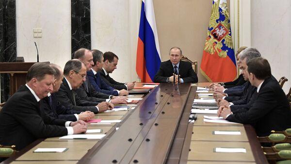Президент РФ Владимир Путин на заседании Совбеза РФ. Архивное фото