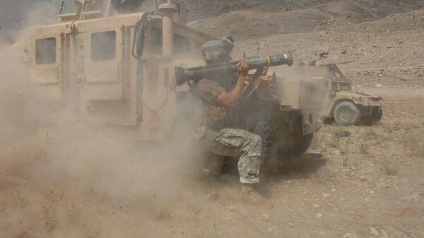 Американский военный во время столкновения с талибами в Афганистане