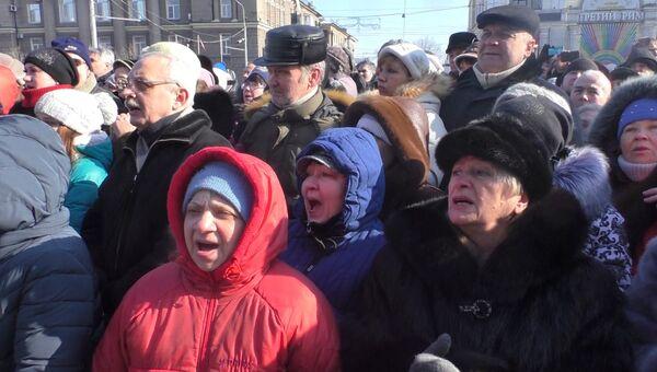 """Жители ДНР скандировали """"Спасибо"""" на церемонии прощания с Гиви в Донецке"""