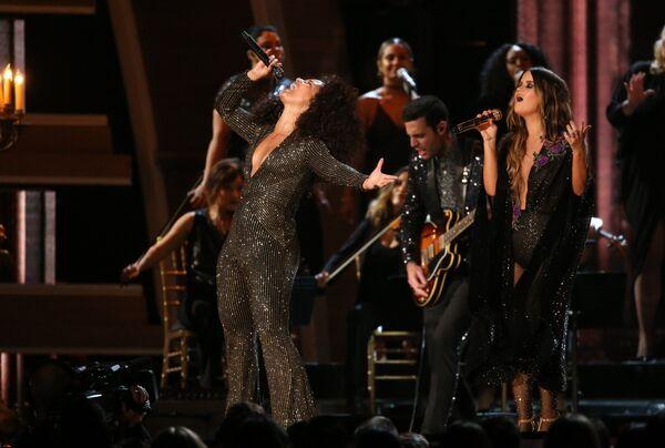 Выступление Алиши Киз и Марен Моррис на 59-й ежегодной премии Грэмми в Лос-Анджелесе, 12 февраля 2017