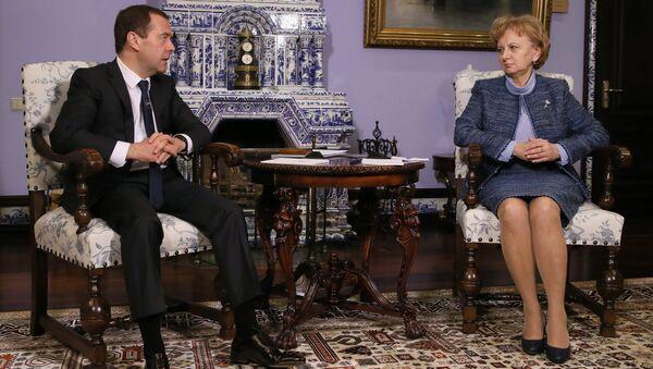Председатель правительства РФ Дмитрий Медведев и лидер Партии социалистов Республики Молдова Зинаида Гречаная. Архивное фото
