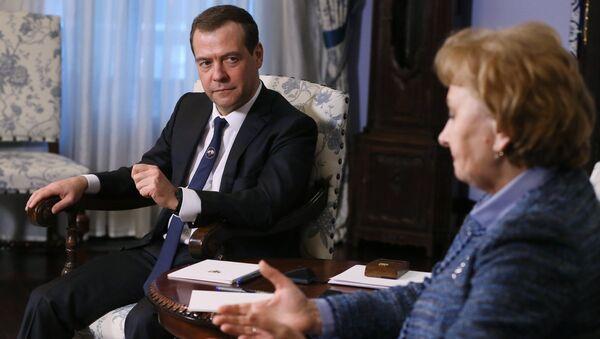 Председатель правительства РФ Дмитрий Медведев и лидер Партии социалистов Республики Молдова Зинаида Гречаная. 13 февраля 2017