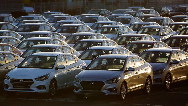 Автомобили Hyundai Solaris. Архивное фото