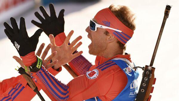Лоуэлл Бэйли (США) после финиша на дистанции индивидуальной гонки среди мужчин на чемпионата мира по биатлону в австрийском Хохфильцене