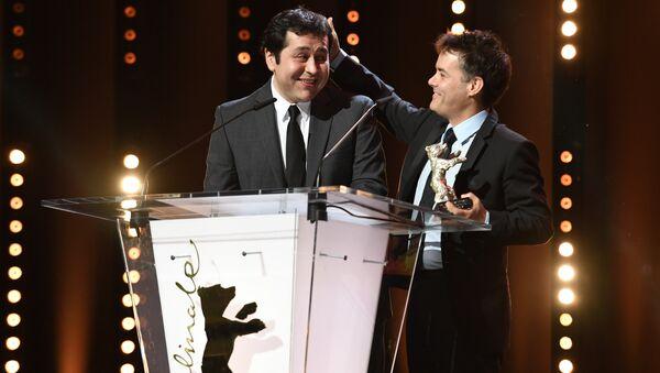 Сценаристы Себастьян Лелио и Гонсало Маза, обладатели Серебряного медведя за лучший сценарий, на церемонии награждения 67-го Берлинского международного кинофестиваля