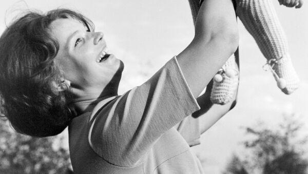 Летчик-космонавт Валентина Николаева-Терешкова с дочкой Аленой