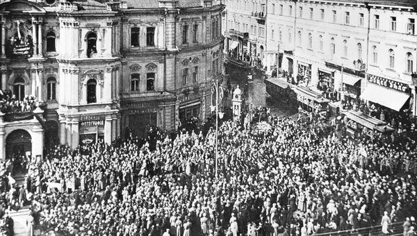 Манифестация на улицах Киева во время Февральской буржуазно-демократической революции в 1917 году