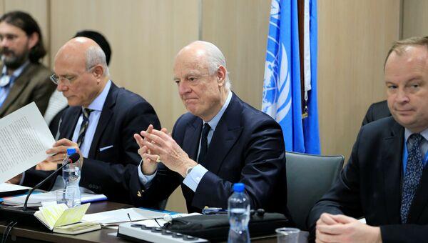Спецпосланник ООН по Сирии Стаффан де Мистура на Межсирийских переговорах в Женеве