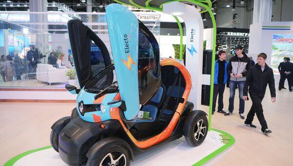Электромобиль и электрозаправочная станция проекта Electo Taxi на выставке Российского инвестиционного форума в Сочи