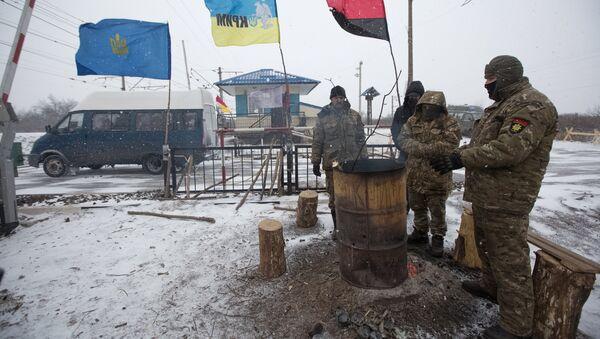Лагерь участников торговой блокады Донбасса у станции Кривой Торец, Донецкая область. Архивное фото