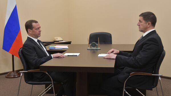 Председатель правительства РФ Дмитрий Медведев и представленный на должность президента ПАО Ростелеком Михаил Осеевский во время встречи. 1 марта 2017