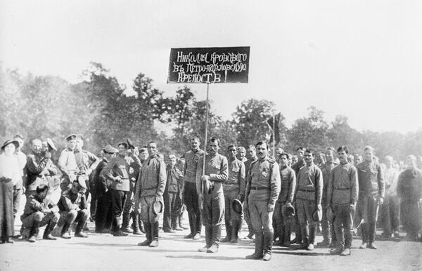 Военный праздник на Матросском поле. Май 1917 года. Петроград