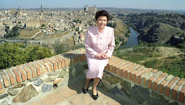 Супруга Президента РФ Наина Ельцина на прогулке по городу Толедо
