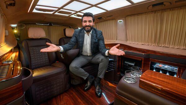 Демонстрация варианта отделки салона автомобиля Mercedes Van на Женевском международном автосалоне