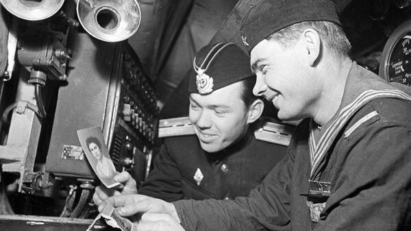 Советские моряки-подводники