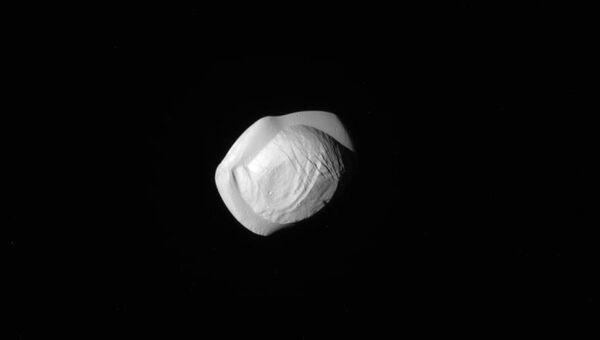 Спутник Сатурна Пан. Архивное фото
