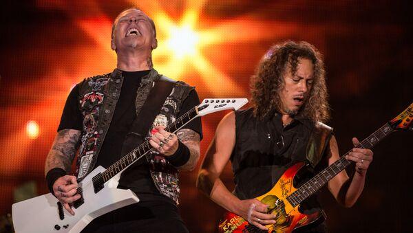Участники группы Metallica Джеймс Хэтфилд и Кирк Хэммет на фестивале Rock in Rio в Бразилии