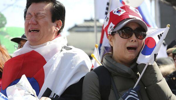 Реакция людей на решение КС Южной Кореи об импичменте Пак Кын Хе, Сеул. 10 марта 2017 год