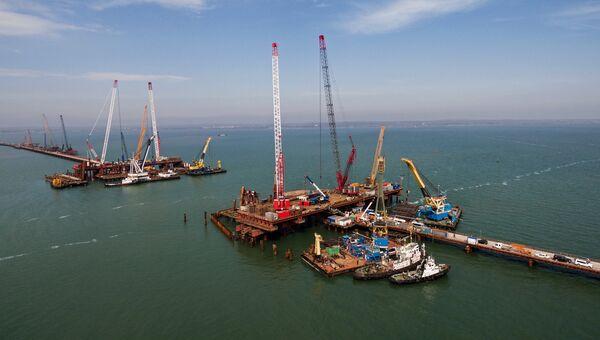 Строительство транспортного перехода через Керченский пролив в Азовском море. Архивное фото