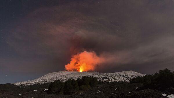 Извержение вулкана Этна. Архивное фото