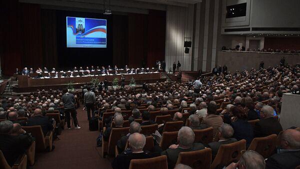 Участники на общем собрании Российской академии наук в Москве