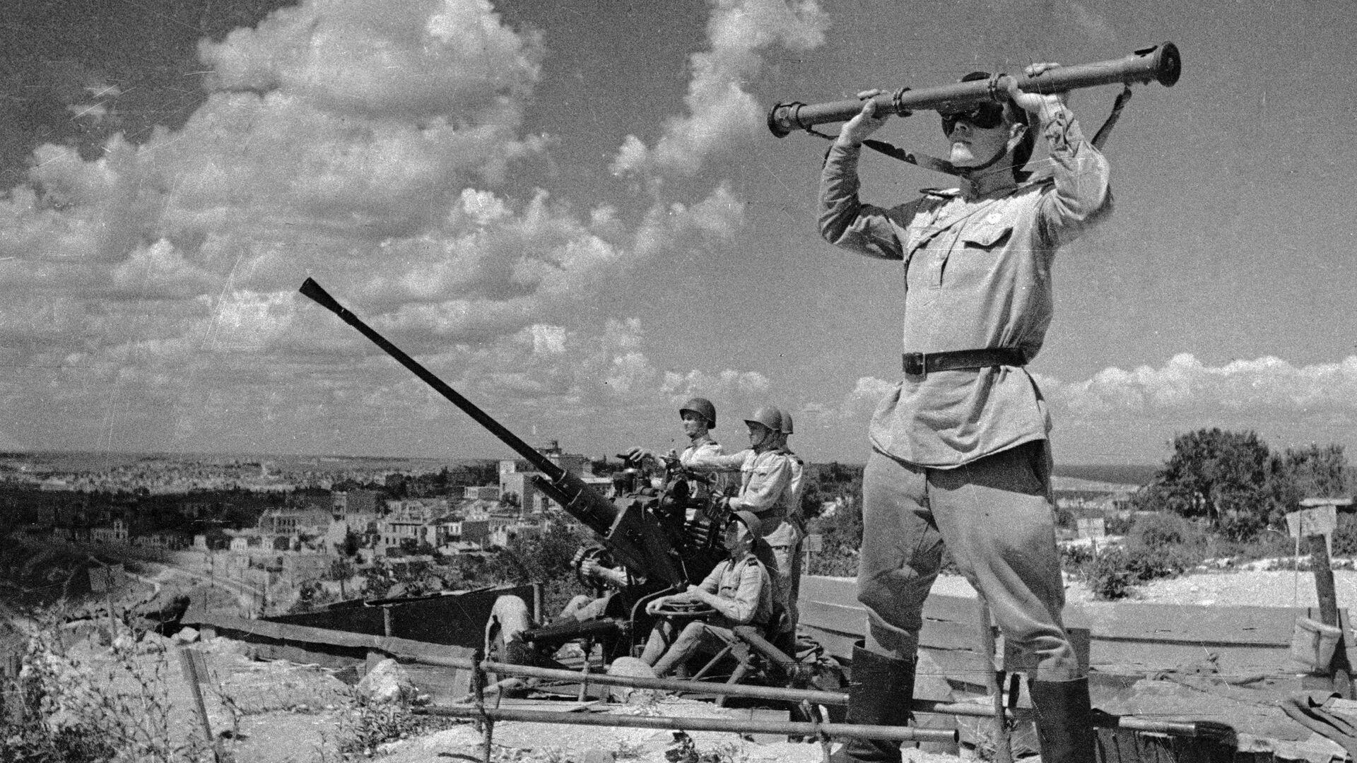 Зенитчики охраняют небо над освобожденным Севастополем - РИА Новости, 1920, 11.05.2020