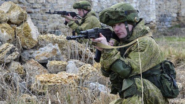 Военнослужащие на учениях ВДВ на полигоне Опук в Крыму. Архивное фото