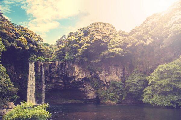 Водопад Чончжеен в Южной Корее