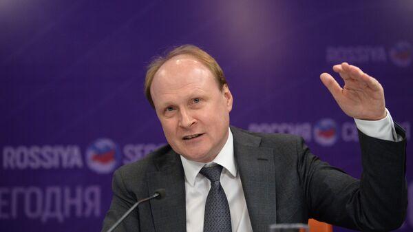 Брифинг советника президента РФ Владимира Толстого