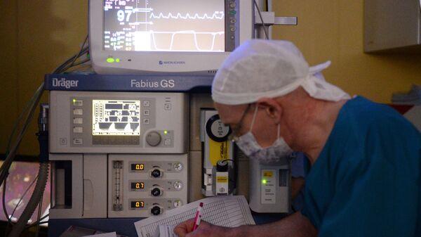 Российский хирург впервые на Урале провел операцию в 3D-очках