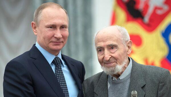 Президент РФ Владимир Путин и мультипликатор Леонид Шварцман . Архивное фото