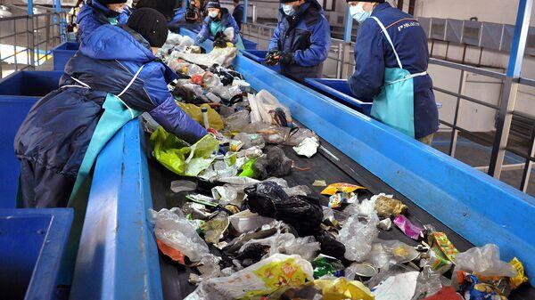 Сжигать нельзя закапывать: переработка и утилизация отходов в России